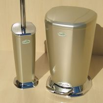 Beige pedal bucket and brush